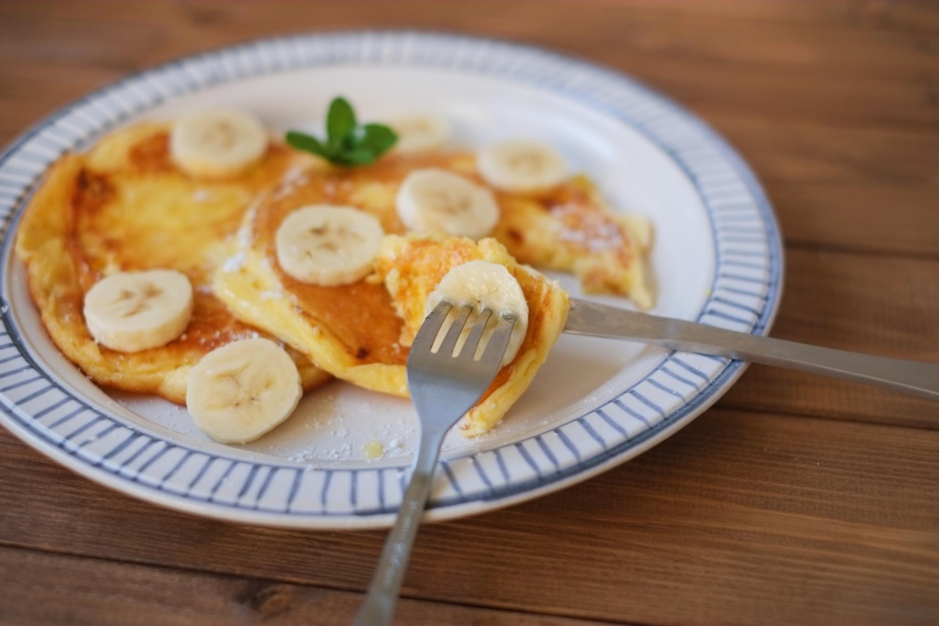 熟して変色したバナナをパンケーキに